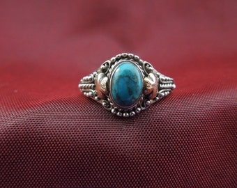 Vintage Silver Ring.  Sterling Silver with Turquoise, Stamped 925, Size 5.75,  Petite Design, Pretty