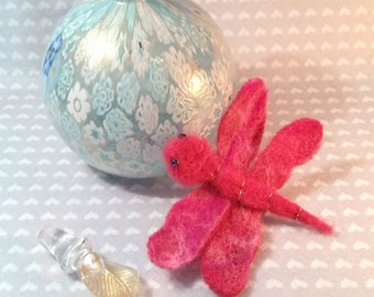 Dragonfly brooch. Red needle felted dragonfly brooch. Handmade brooch. Brooch gift. Dragonfly jewellery. Dragonfly jewelry
