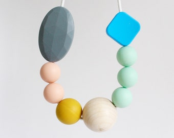 Teething Necklace, feeding and teething chewlery necklace, bpafree chewable silicone beads with natural round wooden bead by Mustard & Mint