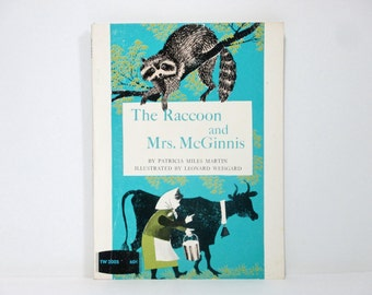 The Raccoon and Mrs. McGinnis by Patricia Miles Martin Illustratedb by Leonard Weisgard 1971 Vintage Children's Book