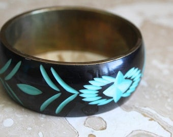 Brass and carved celluloid bracelet - vintage brass bracelet - black and turquoise bracelet - carved bangle bracelet