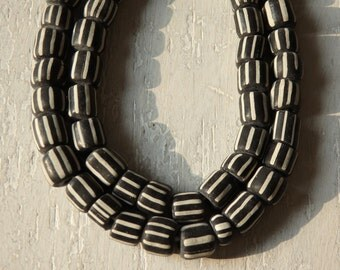 """Indonesian handmade glass beads - BLACK & WHITE, 24"""" strand of Indonesian glass beads, larger size, ethnic jewelry supplies, Boho beads"""