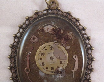Elizabeth V- Steampunk Resin Necklace