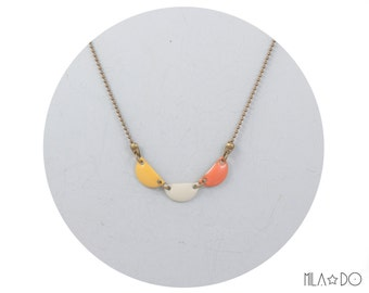 Trio necklace in yellow ivory apricot || Geometric modern necklace