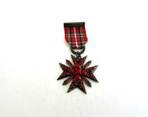 Scottish Maltese Cross Pin Brooch With Faux Garnet Crystals And Ribbon Brass Color