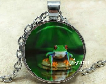 Frog pendant, Frog necklace, Frog pendant, Tree frog pendant, Tree frog necklace, Red-eyed tree frog, Pendant #AN121P