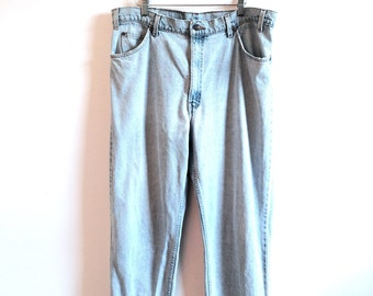 VINTAGE 550 Levi's // Light Wash // Worn In Denim Jeans