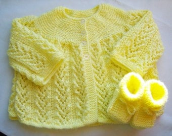 Knitted yellow baby jacket/sweater and booties set - unisex baby shower gift -  yellow baby booties - baby knitted set - yellow baby set