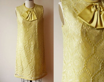 1960s green lace shift dress // holiday dress // vintage dress