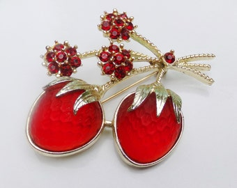 Sarah Coventry Strawberry Festival Brooch Pin, Vintage 1960s 60s Brooch Pin, Red Strawberry Brooch Pin, Red Fruit Brooch Pin, Book Piece