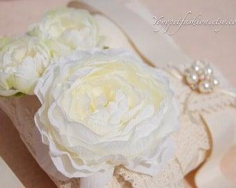 Ivory white flowers leash for dog.weddings dog leash. handmade leash,dog fashion,Very cute gift for dog