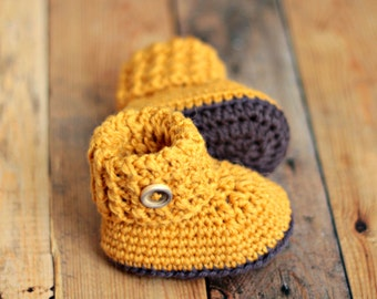 Crochet baby booties shoes