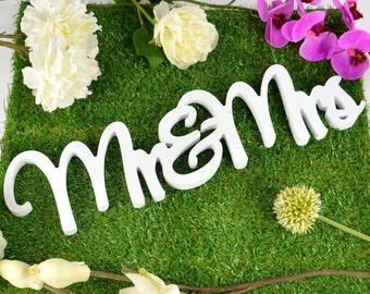 1x Mr & Mrs Freestanding Plaque