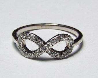 14kt white gold diamond 0.25ct Infinity ring