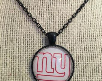 "18"" New York Giants NFL Glass Pendant Necklace"