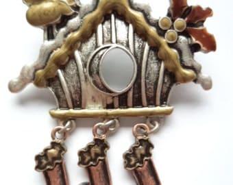 Vintage Unsigned Silvertone/Bronzetone  Christmas Birdhouse Dangler Brooch/Pin
