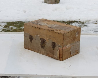 Really Old Small Latchable Wooden Box Farm Fresh Finds