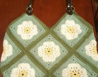 Crochet daisy purse