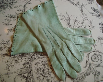 Vintage Mint Green Soft Leather Scalloped Edge Ladies Dress Gloves 1960 era
