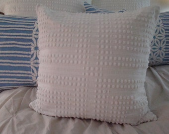 "White Chenille Pillow Cover With Tuft And Buttonhole Design for 20"" Pillow Insert"