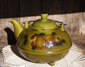 Vintage Avocado Green Teapot/Made in Japan/1960's Teapot/Footed Teapot/Home and Living/Pea Green Teapot with Fruit