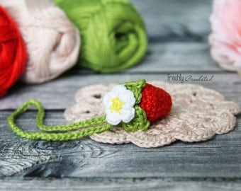 Strawberry scissor keeper, keyholder, crocheted, MADE TO ORDER