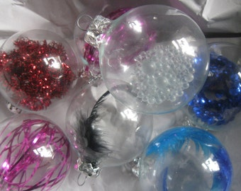 80s Christmas ornaments / Xmas tree baubles. 7 transparent baubles with inner life: sequins, tinsel, feathers and glass beads. VINTAGE