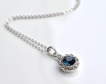 Necklace blue cabochon pendant