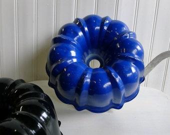 Blue aluminum bundt baking pan