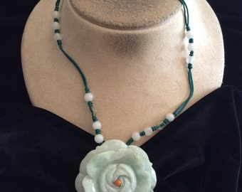 Vintage Green Jade Floral Pendant Necklace