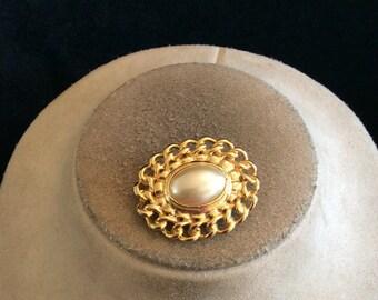 Vintage Faux Pearl Goldtone Pin