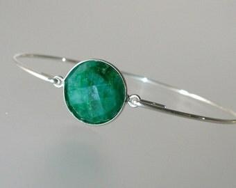 Emerald Silver Bangle Bracelet, Silver Bangle Bracelet, Gemstone Bracelet, Gemstone Bangle, Bezel Set Ruby, July Birthstone (Gm287S)