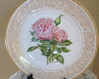 "Vintage Decorative Plate Royal Highness design, depicting the ""Queen Elizabeth Rose,'  Edward Marsall Boehm Rose Plate Collection"