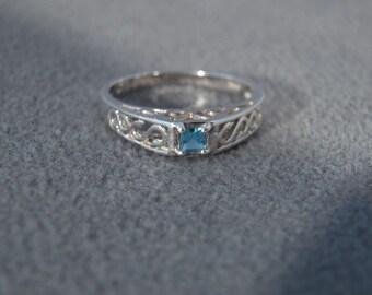 Vintage Sterling Silver Square Blue Topaz Fancy Scrolled Filigree Band Ring, Size 9    **RL
