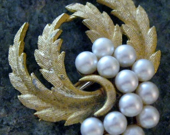 Gold and Pearls Vintage Brooch