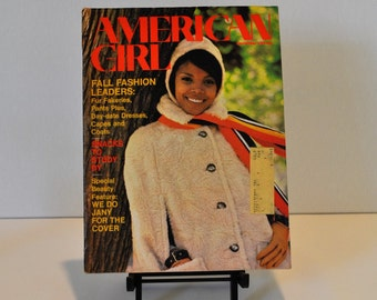 Fabulous 1969 American Girl Magazine, Black model on cover & in beauty/makeup section. Inspirational Girl Scouts publication. FREE SHIPPING