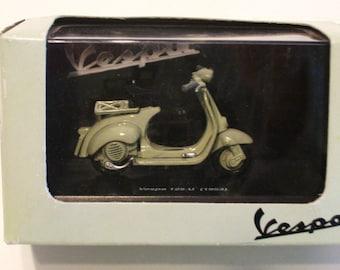 New Ray Vespa Scooter Gray Box 125U - 1953 Gray Piaggio 1:32 Scale NIB