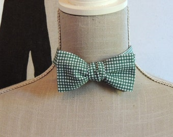 Bow tie green gingham.