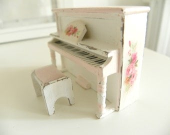 miniature piano shabby chic  1/24 scale