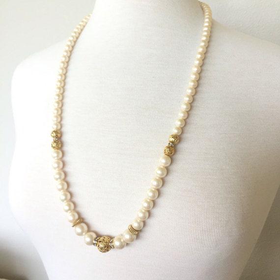 deco pearl necklace