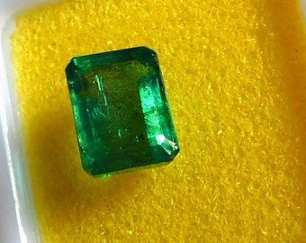 2.64 Ct. Intense green Brizilian Emerald. Super transparent, in great color and shape,with certificate.