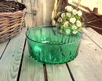 Green Glass Bowl - Luminarc Arcoroc - Vintage Serving Bowl - Green Salad Bowl - Made in France - French Glassware - Faceted Glass