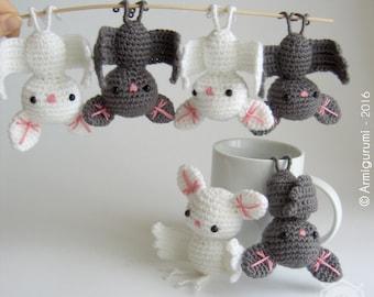 Little grey Bat, decorative hanging amigurumi, crocheted. Grey, white or black. Height : approx. 10cm