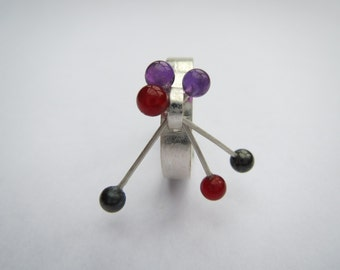 Sterling silver kinetic ring with garnets, amethysts and hematite beads, size V (UK) / 10 (US)