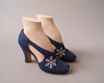 vintage 1940s shoes / 40s cut out peep toe heels / size 6 / Daisy Cutter Shoes