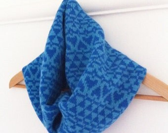 Snood scarf / cowl in lambswool -ladies jacquard heart pattern