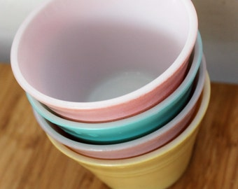 Pyrex Gaiety Pastel Coloured Custard Cups Set of Four Bowls in Heat Resistant Glass 1960's