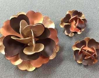 Sixties Mod Copper-colored Flower Brooch and Matching Clip Earrings .  Free shipping