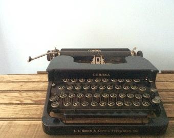 Working black manual 1930 Corona Typewriter case