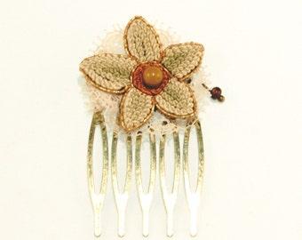 Peigne art déco en broderie vintage - Fleur de dentelle rose et bronze